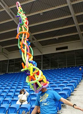 John Marshall from Auckland constructs worlds tallest balloon hat at 3.20 meters